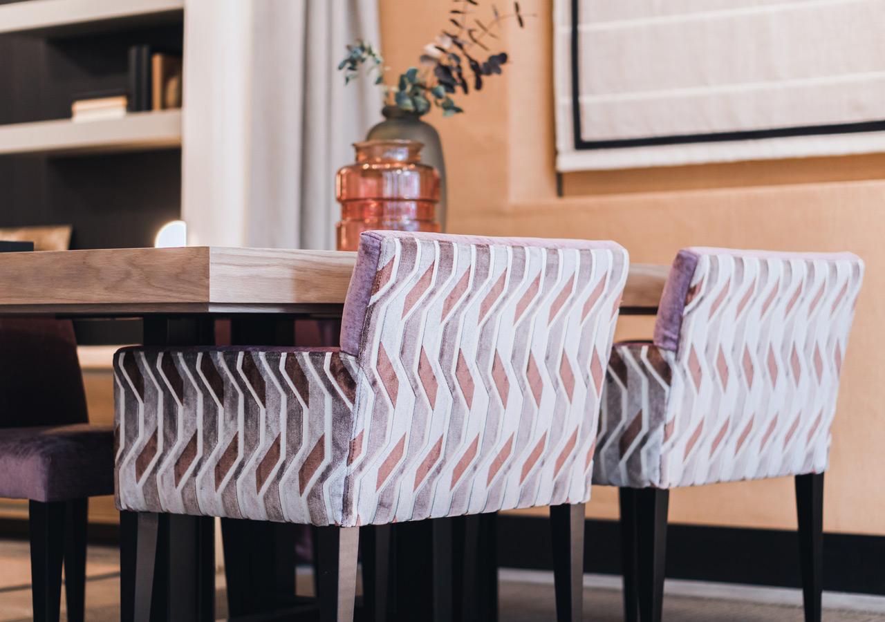 darle un toque personal a tu casa con nuestro exclusivo catálogo de mobiliario, tapicerias, papeles pintados, alfombras y moquetas